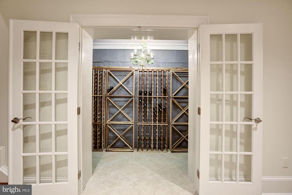 Wine Storage - 1049 BROOK VALLEY LN, MCLEAN