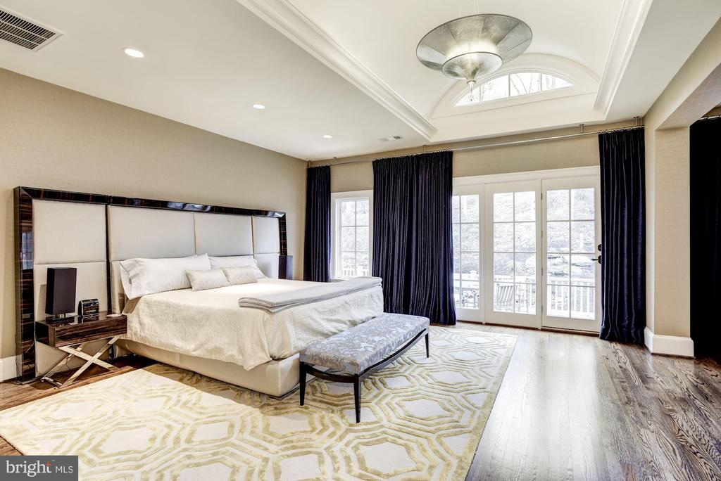 Master Bedroom with Vaulted Ceiling and Balcony - 1049 BROOK VALLEY LN, MCLEAN
