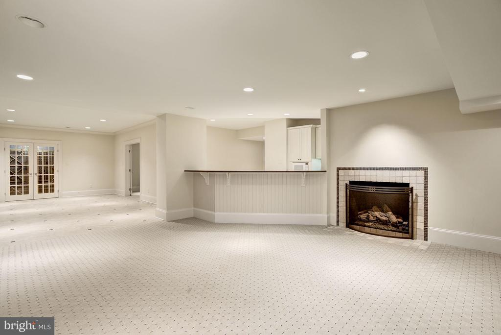 Recreation Room and Wet Bar - 1049 BROOK VALLEY LN, MCLEAN