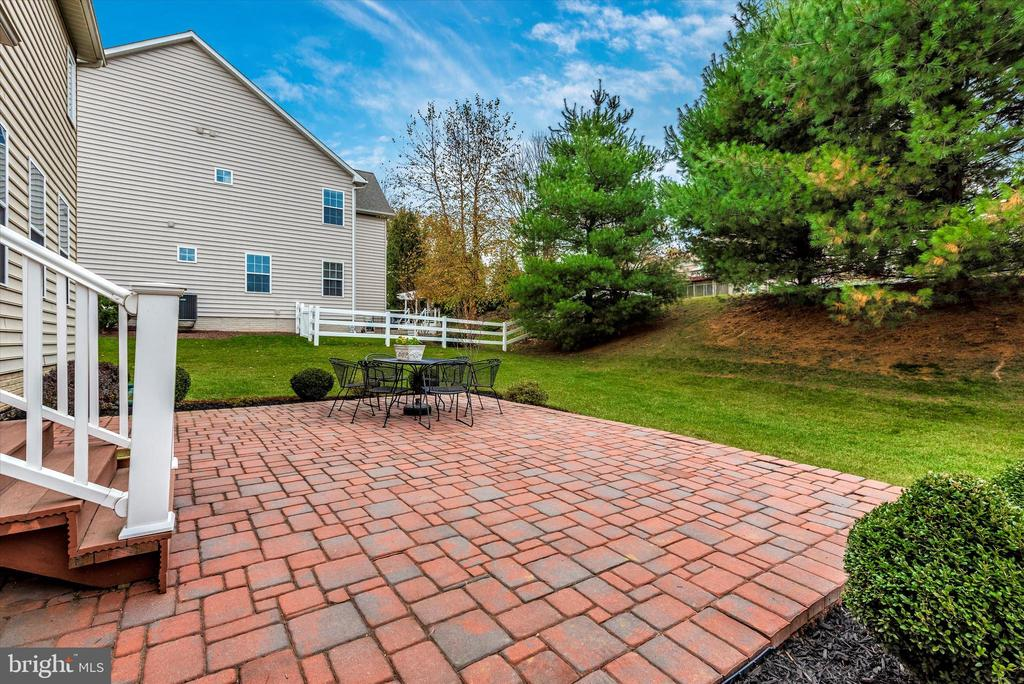 Brick patio off of kitchen/family room - 3 WAGON SHED LN, MIDDLETOWN