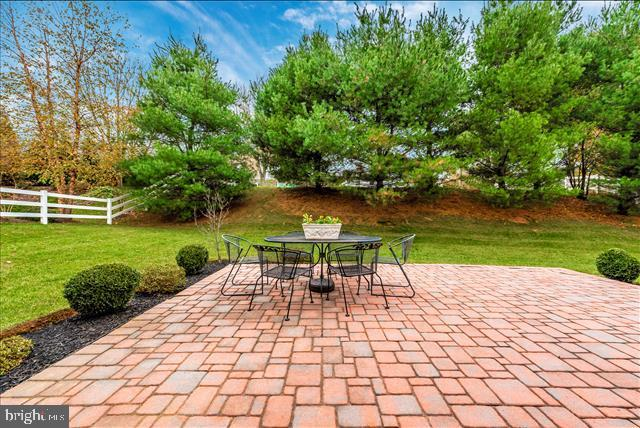 Brick patio for family entertainment - 3 WAGON SHED LN, MIDDLETOWN