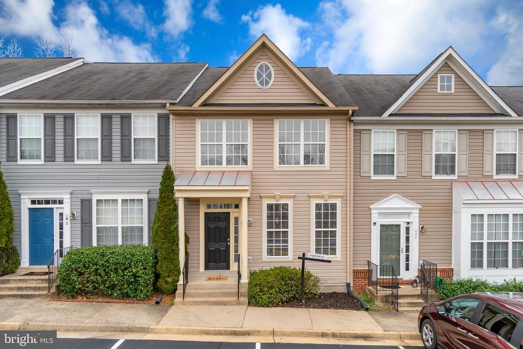 Great Curb Appeal - 109 HILLSIDE CT, STAFFORD