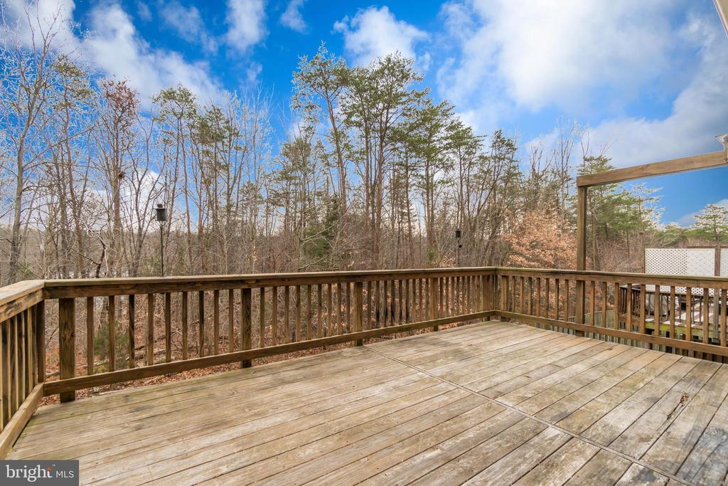 Deck with Plenty of Room for Entertaining - 109 HILLSIDE CT, STAFFORD