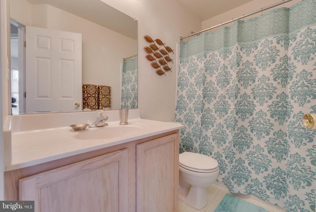 Upstairs Bathroom - 109 HILLSIDE CT, STAFFORD