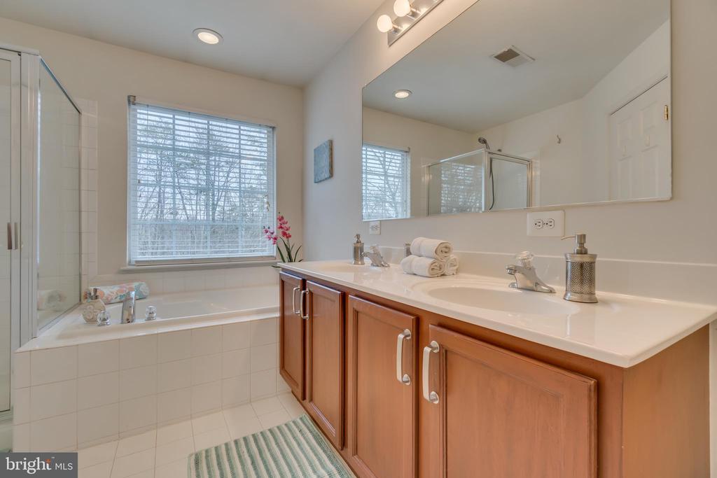 Double Sink Vanity - 109 HILLSIDE CT, STAFFORD