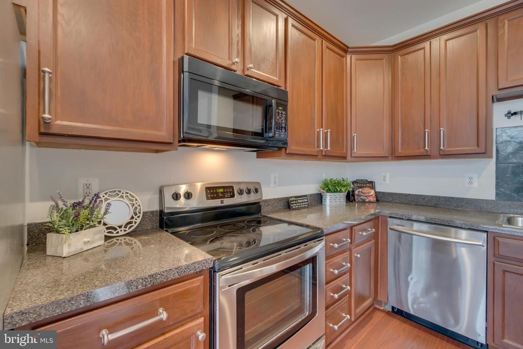 Upgraded Cabinet Hardware and Drawers - 109 HILLSIDE CT, STAFFORD