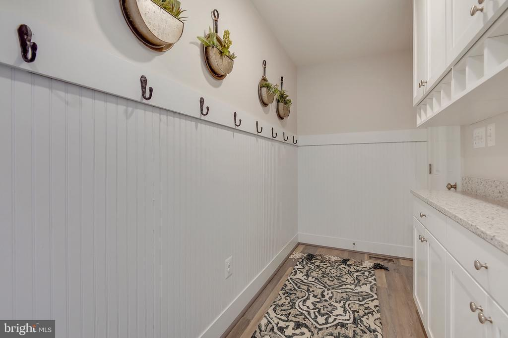 Drop zone from garage to home with built-ins. - 299 BONHEUR AVE, GAMBRILLS