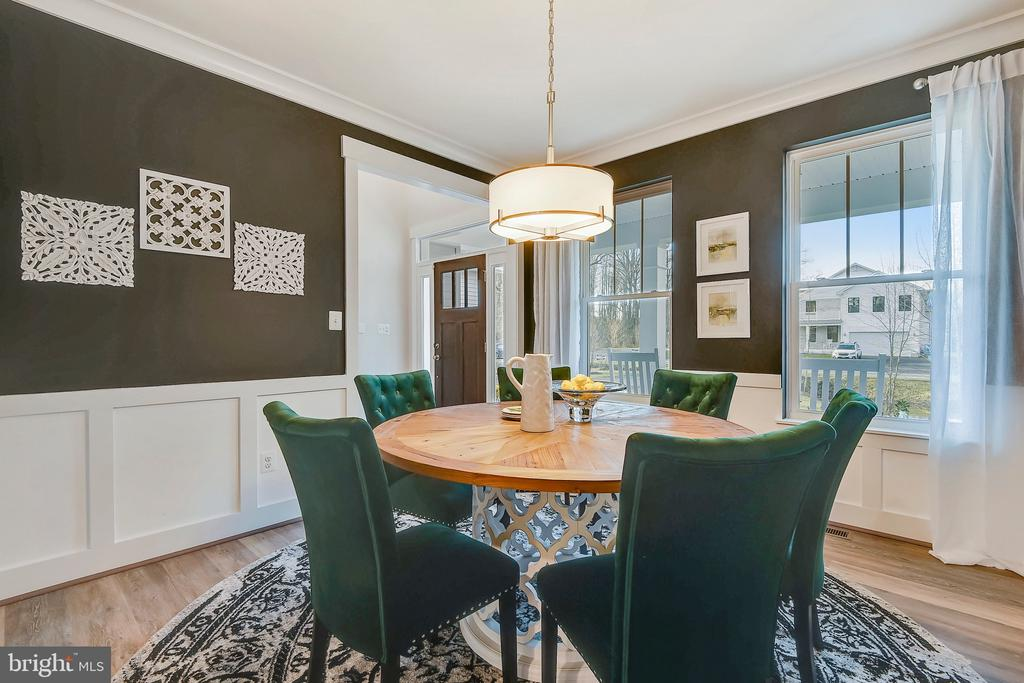 Formal Dining Room with upgraded moldings - 315 BONHEUR AVE, GAMBRILLS
