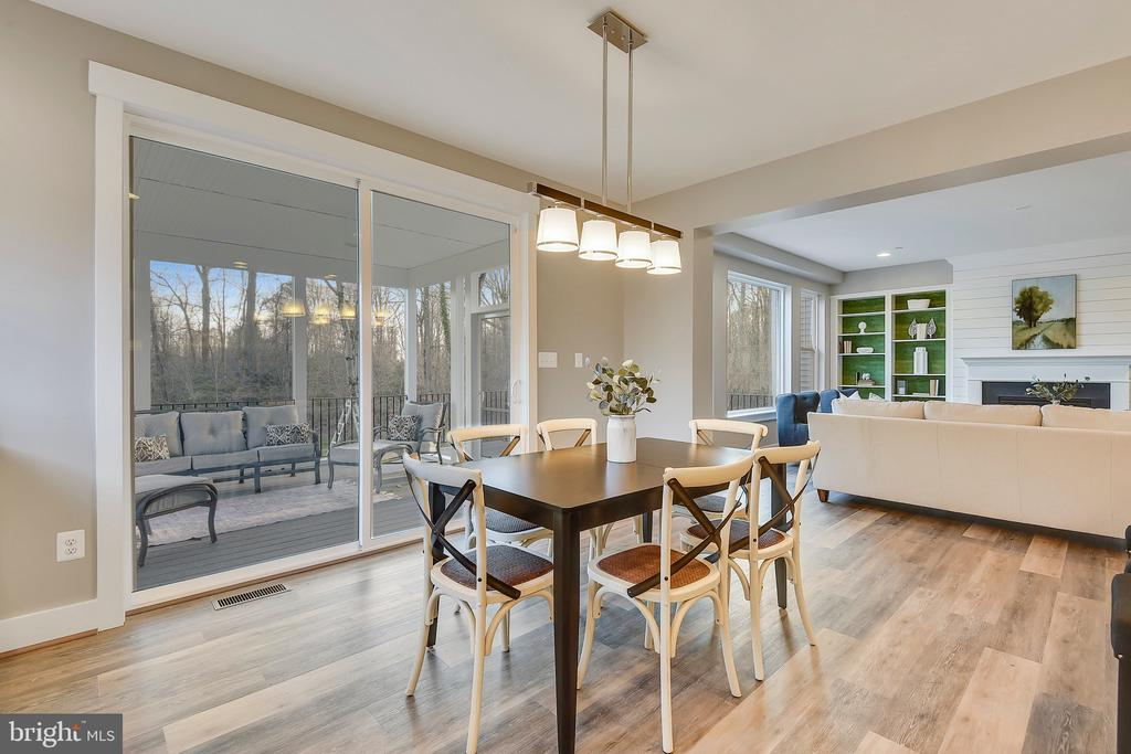 Oversized sliding doors to screened porch and deck - 299 BONHEUR AVE, GAMBRILLS