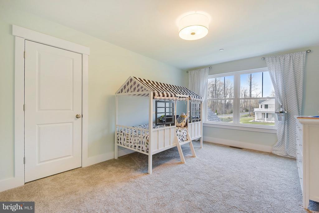 Bedroom 2 with walk in closet - 315 BONHEUR AVE, GAMBRILLS