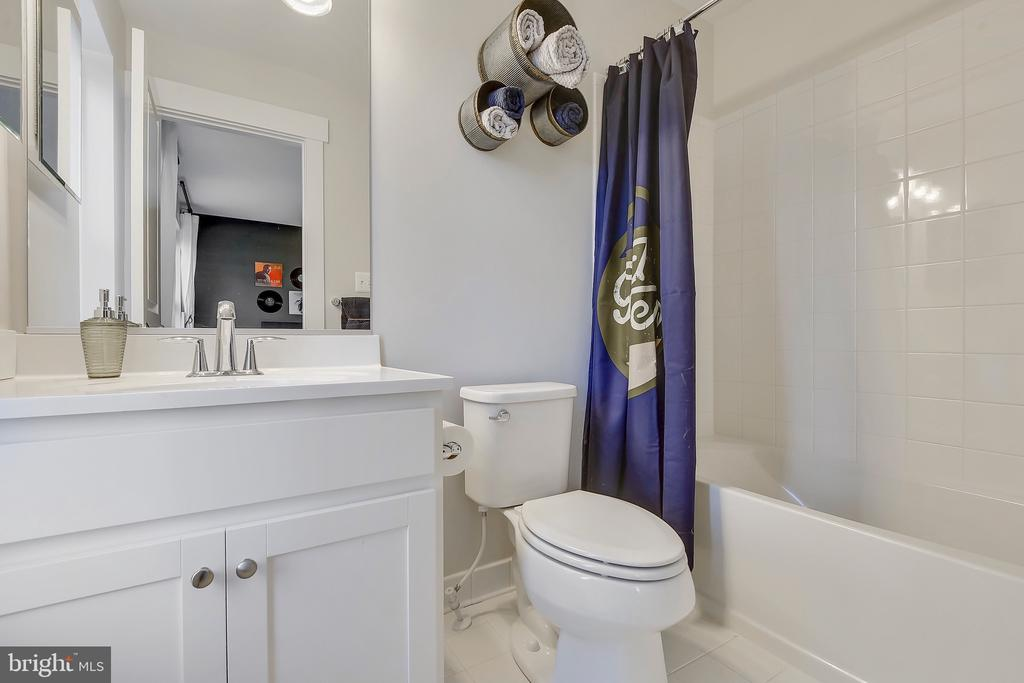 En-suite Bath at Bedroom 5 as an option - 315 BONHEUR AVE, GAMBRILLS