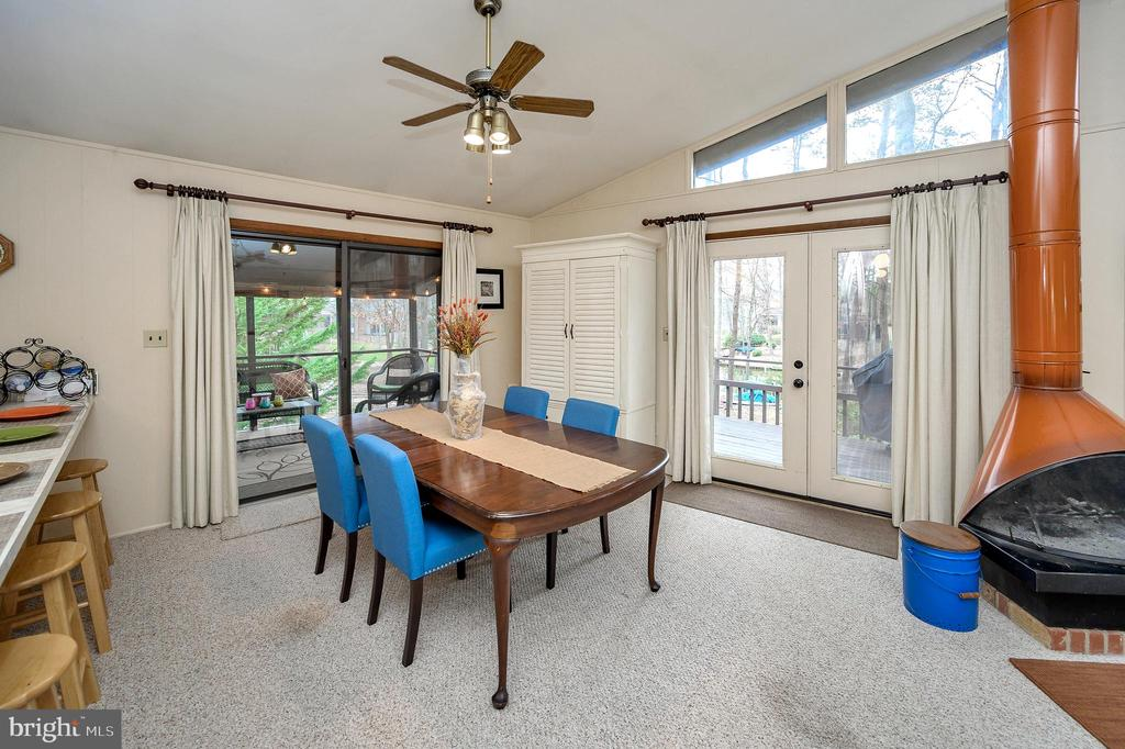 Dining area opens to awesome screened porch - 310 HAPPY CREEK RD, LOCUST GROVE
