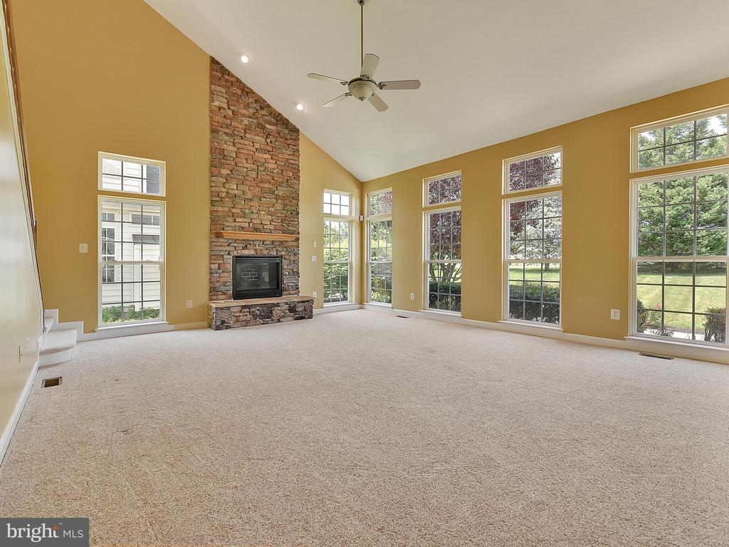 2-story family room with stone fireplace - 110 TOBIAS RUN, MIDDLETOWN
