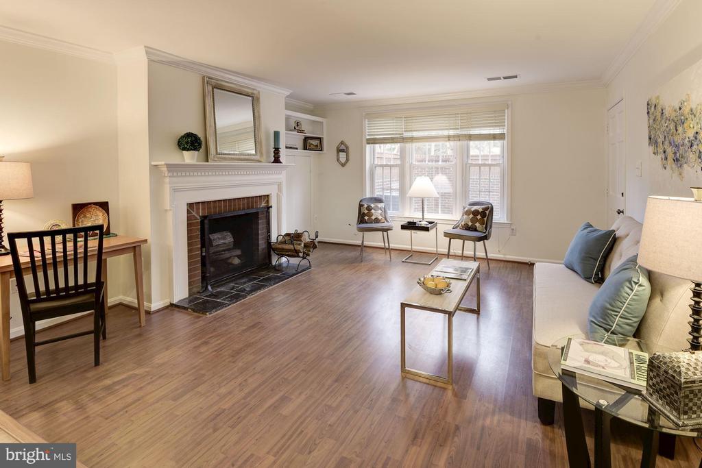 Living room - 1956 N CLEVELAND ST #1, ARLINGTON