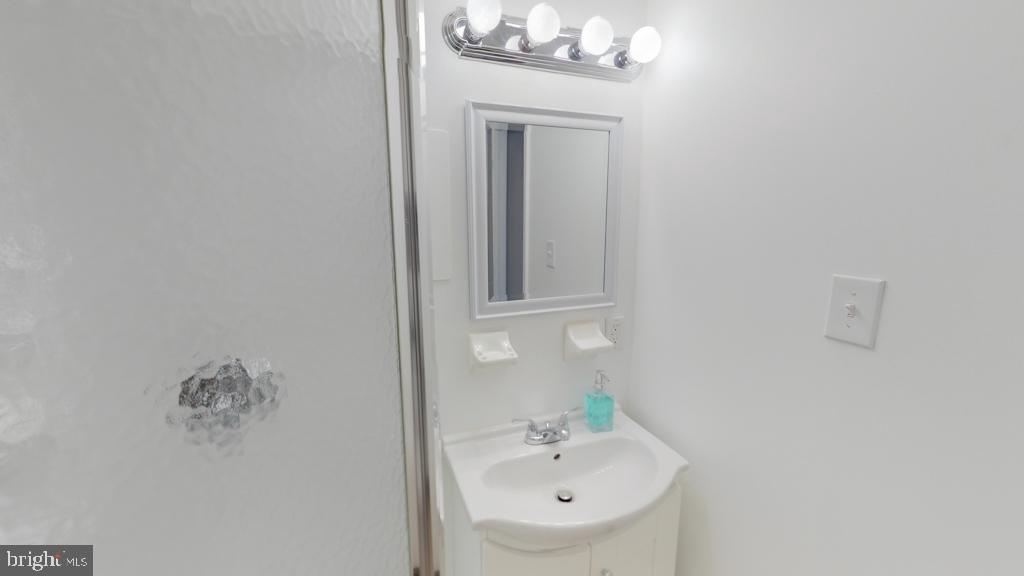 First Level Full Bathroom - 416 PHELPS ST, GAITHERSBURG