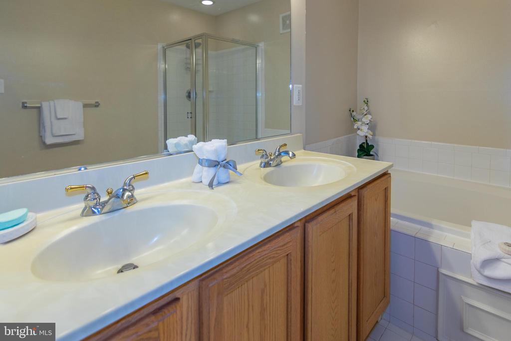 Attached Master Bathroom - 416 PHELPS ST, GAITHERSBURG