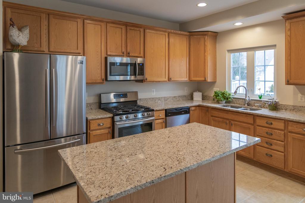 Brand New Stainless Steel Appliances in Kitchen - 416 PHELPS ST, GAITHERSBURG