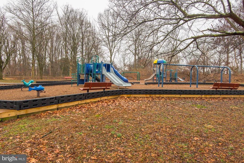 Playground on Borge - 3031 BORGE ST #310, OAKTON