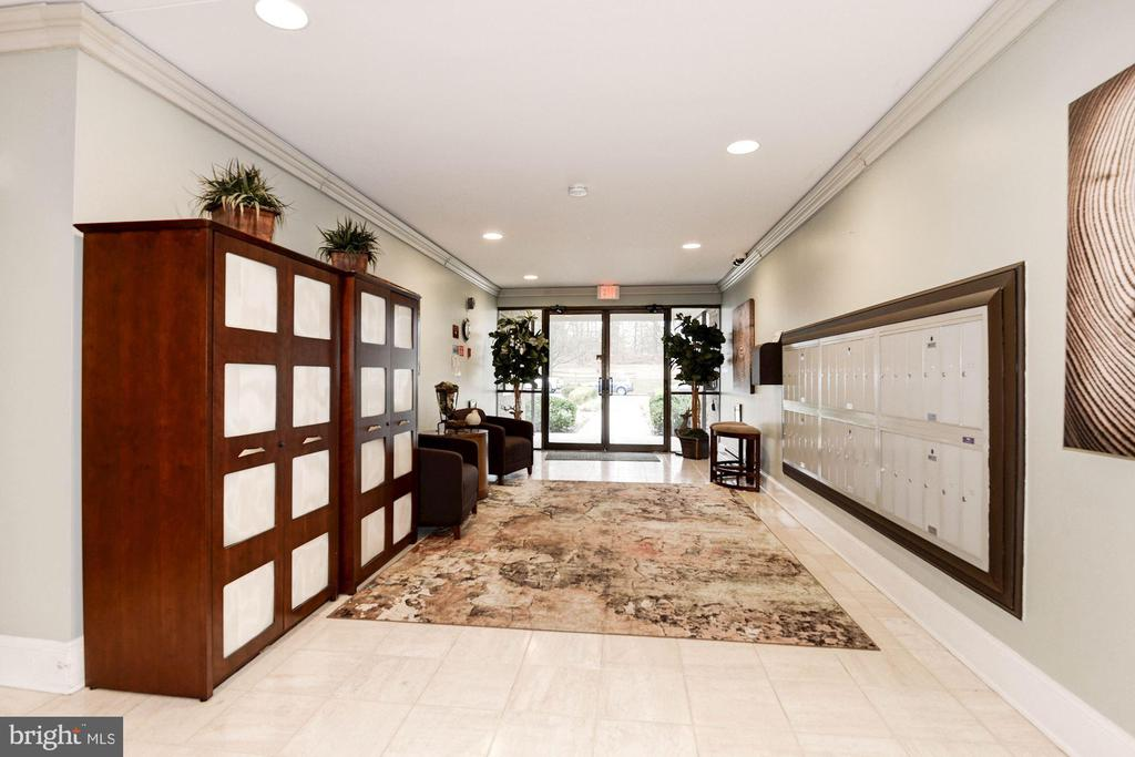 Lobby and mailbox area - 3031 BORGE ST #310, OAKTON