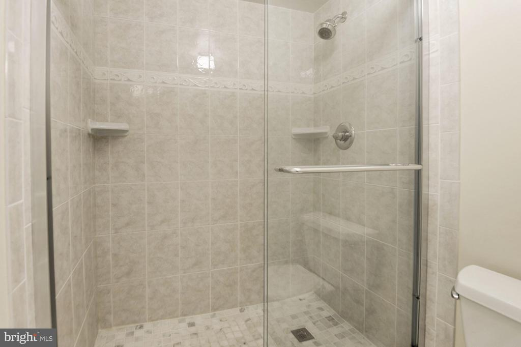 Master Bath - 3031 BORGE ST #310, OAKTON