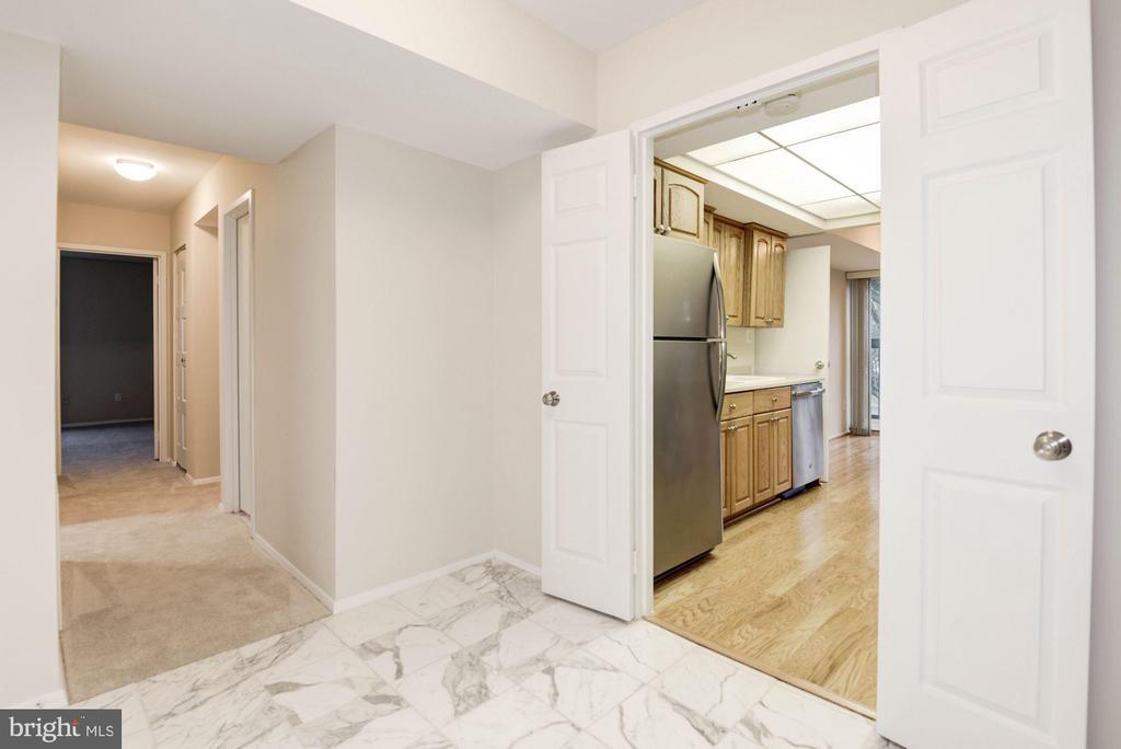 Foyer - 3031 BORGE ST #310, OAKTON