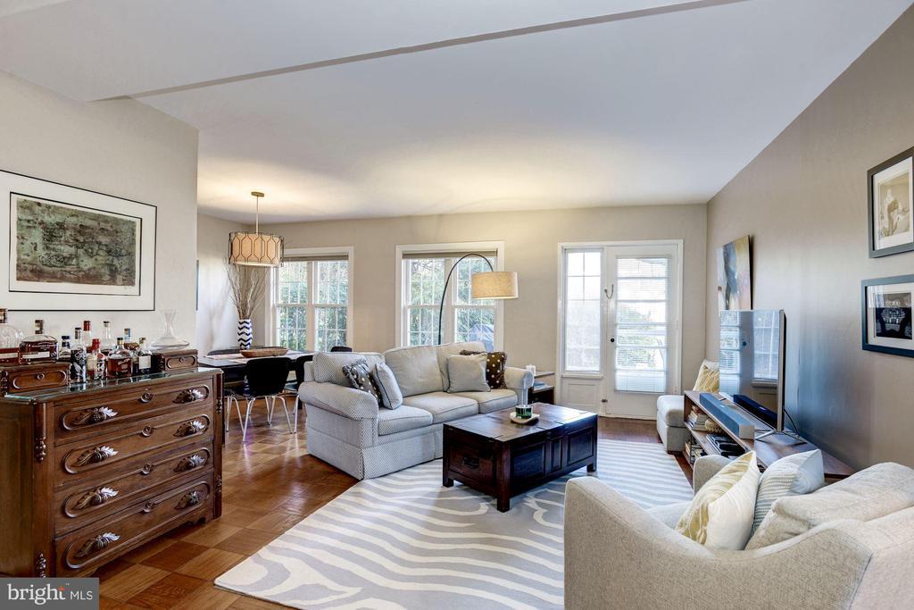 Living Room - Hardwood Floors! - 3335 MARTHA CUSTIS DR, ALEXANDRIA