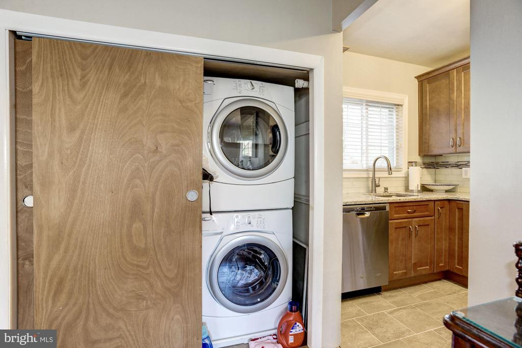 Front Loading Washer & Dryer in the Home! - 3335 MARTHA CUSTIS DR, ALEXANDRIA