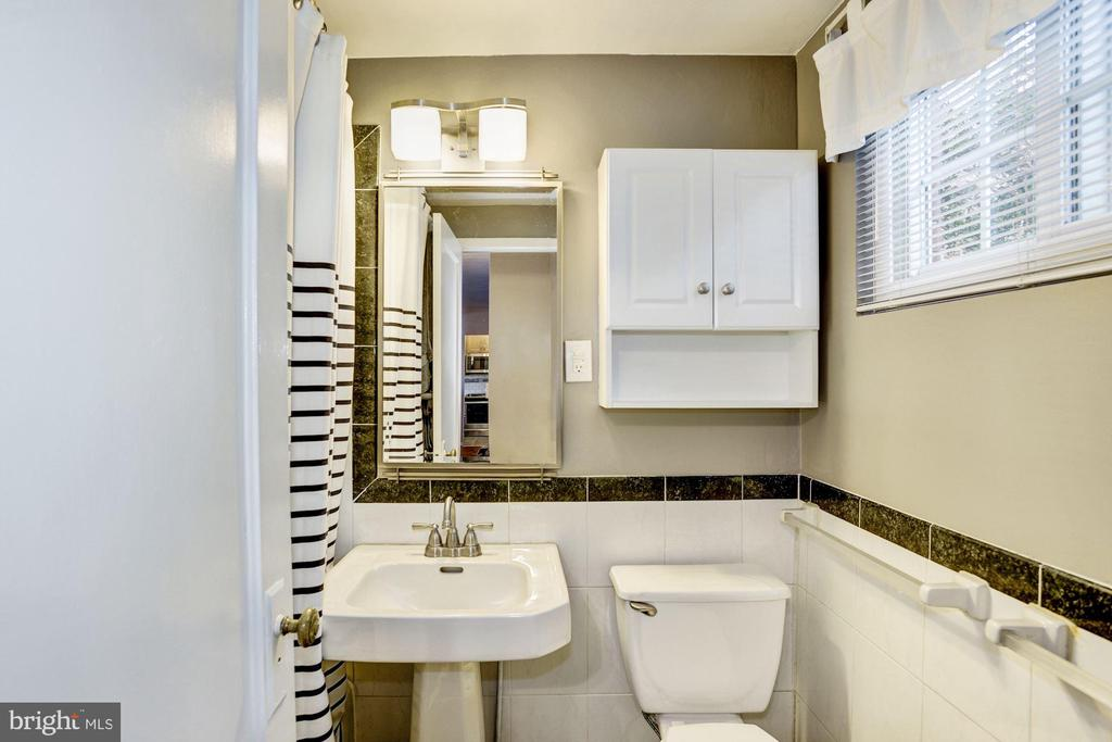 Bathroom - Classic & On-Trend Black & White Tile - 3335 MARTHA CUSTIS DR, ALEXANDRIA