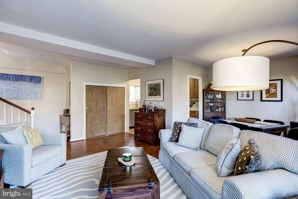 Living Room - Very Spacious Room - 3335 MARTHA CUSTIS DR, ALEXANDRIA