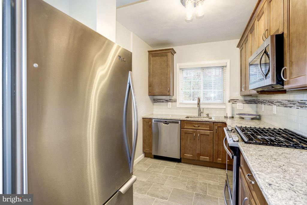 Kitchen - New Stainless Steel Appliances! - 3335 MARTHA CUSTIS DR, ALEXANDRIA