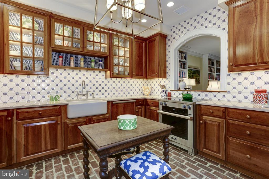 Kitchen open to the Family Room - 624 S SAINT ASAPH ST, ALEXANDRIA