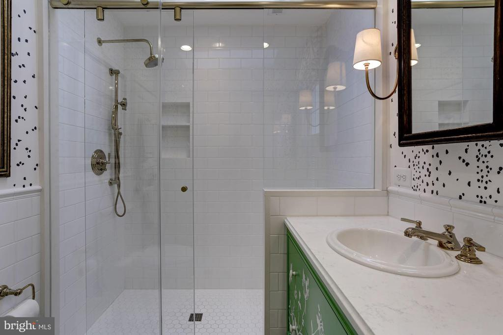 Master Bathroom with walk in shower - 624 S SAINT ASAPH ST, ALEXANDRIA