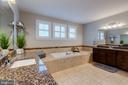 Spa like owner's bath - 22982 HOMESTEAD LANDING CT, ASHBURN