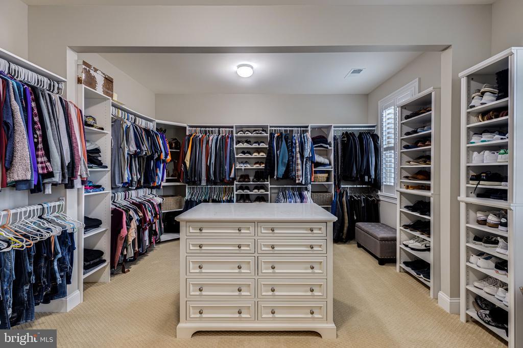Dream closet! - 22982 HOMESTEAD LANDING CT, ASHBURN