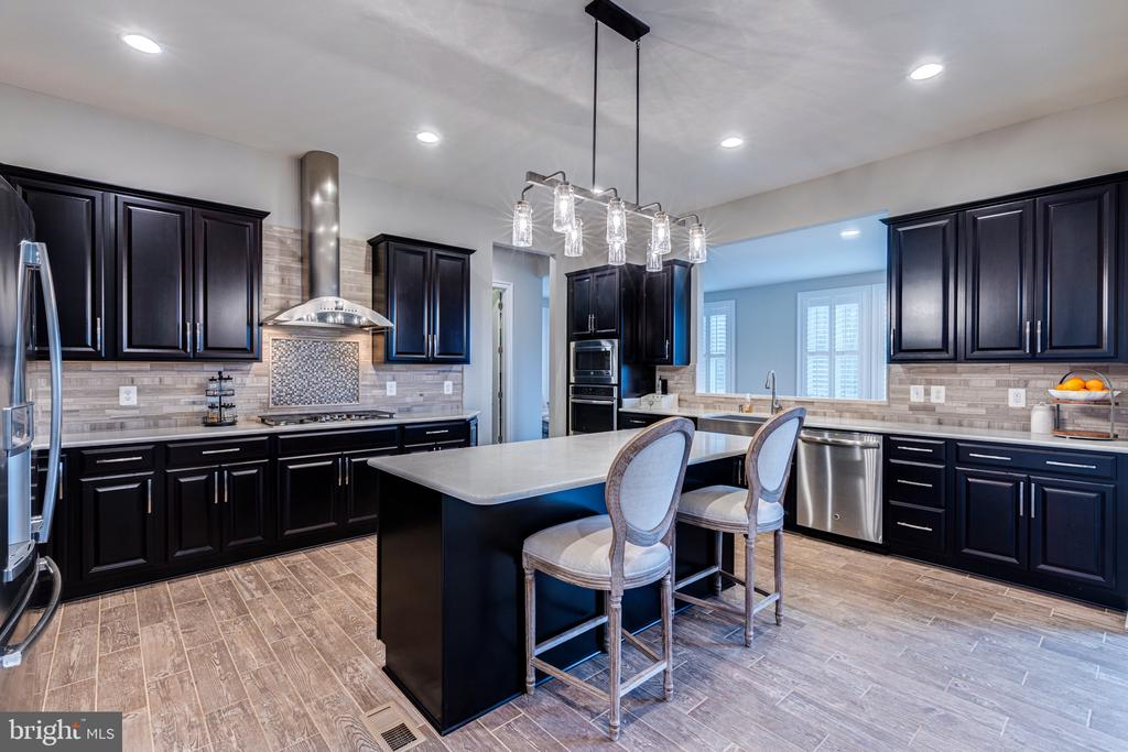 Chef's kitchen with upgraded appliance package - 22982 HOMESTEAD LANDING CT, ASHBURN