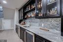 Custom wet bar with granite and backsplash - 22982 HOMESTEAD LANDING CT, ASHBURN