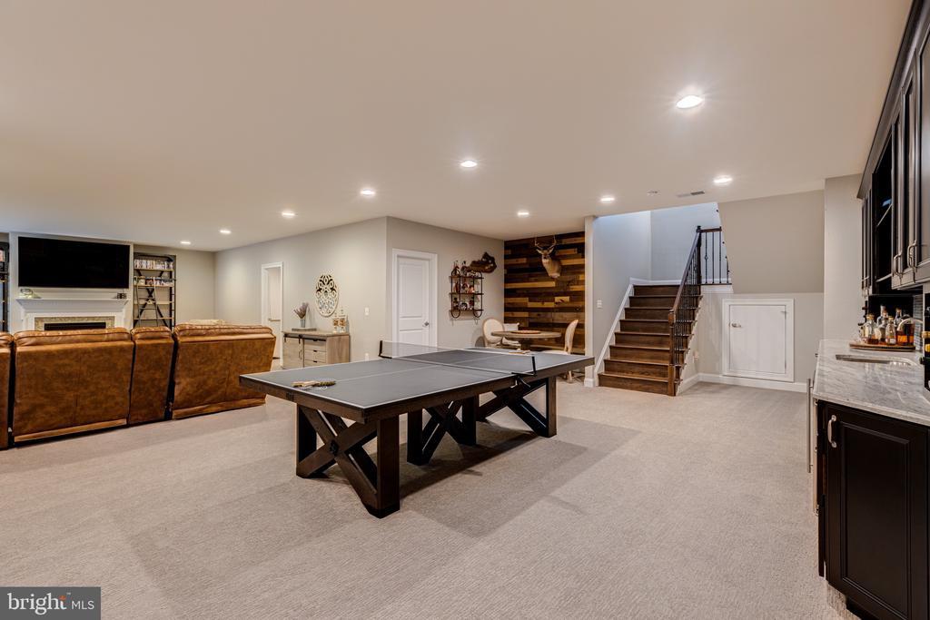 Game area on club level - 22982 HOMESTEAD LANDING CT, ASHBURN