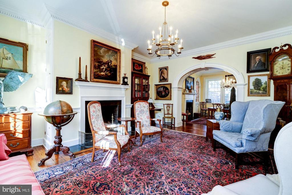 Front parlor with fireplace - 211 PRINCE ST, ALEXANDRIA