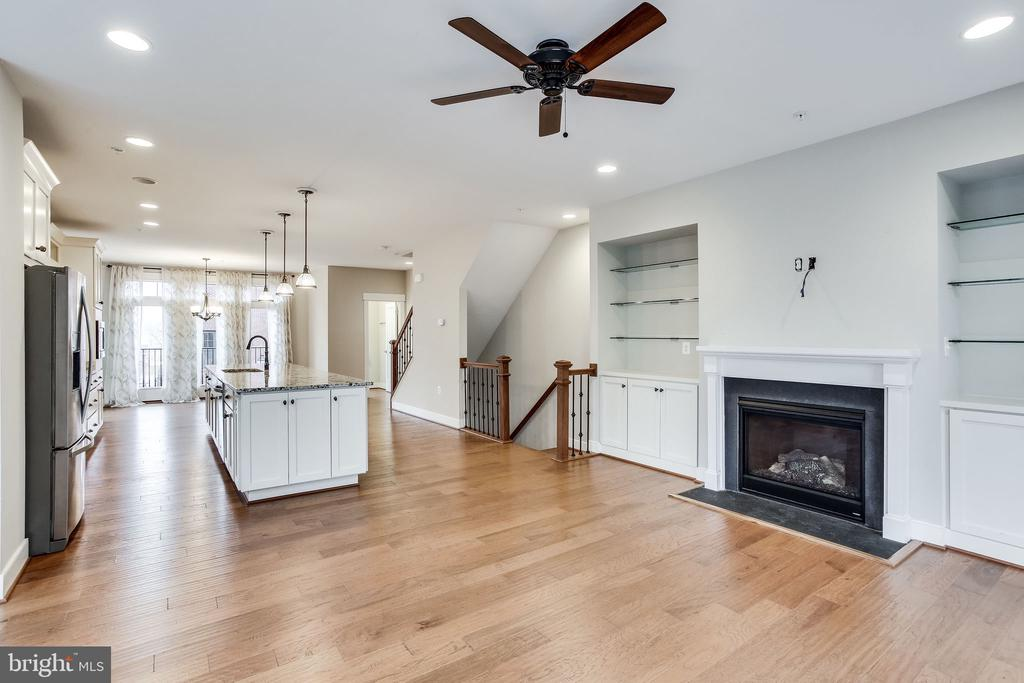 Perfect Entertaining Space! - 264 BLUEMONT BRANCH TER SE, LEESBURG