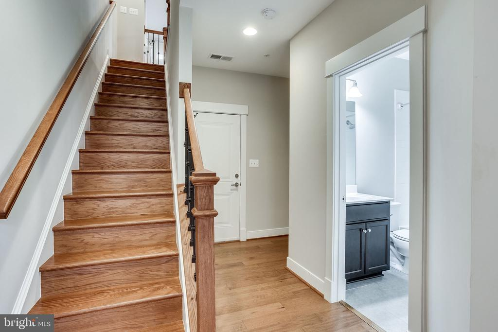 Hardwood Stairs to 2nd Level - 264 BLUEMONT BRANCH TER SE, LEESBURG