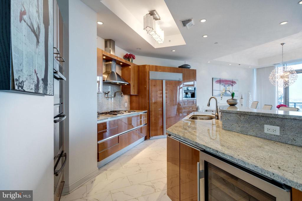 Gourmet Kitchen includes granite countertops - 1881 N NASH ST #2309, ARLINGTON