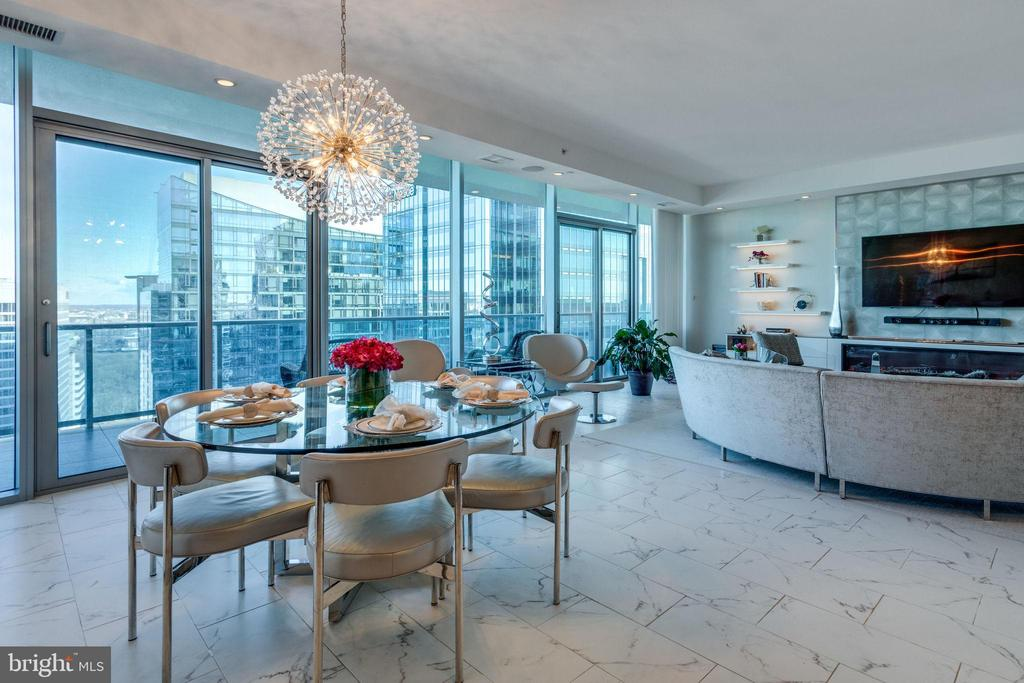 Great room features floor-to-ceiling windows - 1881 N NASH ST #2309, ARLINGTON