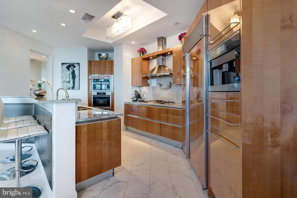 Gourmet Kitchen - 1881 N NASH ST #2309, ARLINGTON