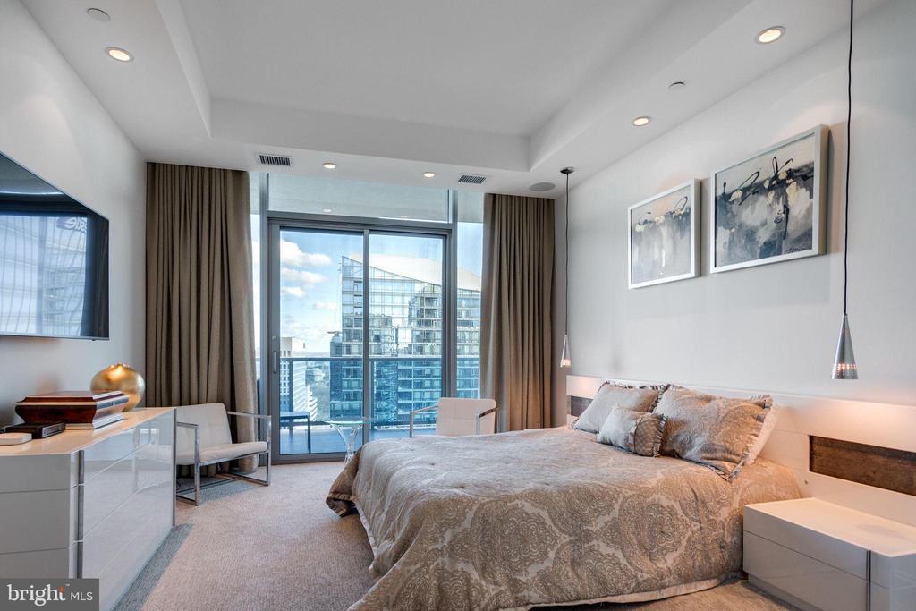 2nd  Bedroom has access to balcony - 1881 N NASH ST #2309, ARLINGTON