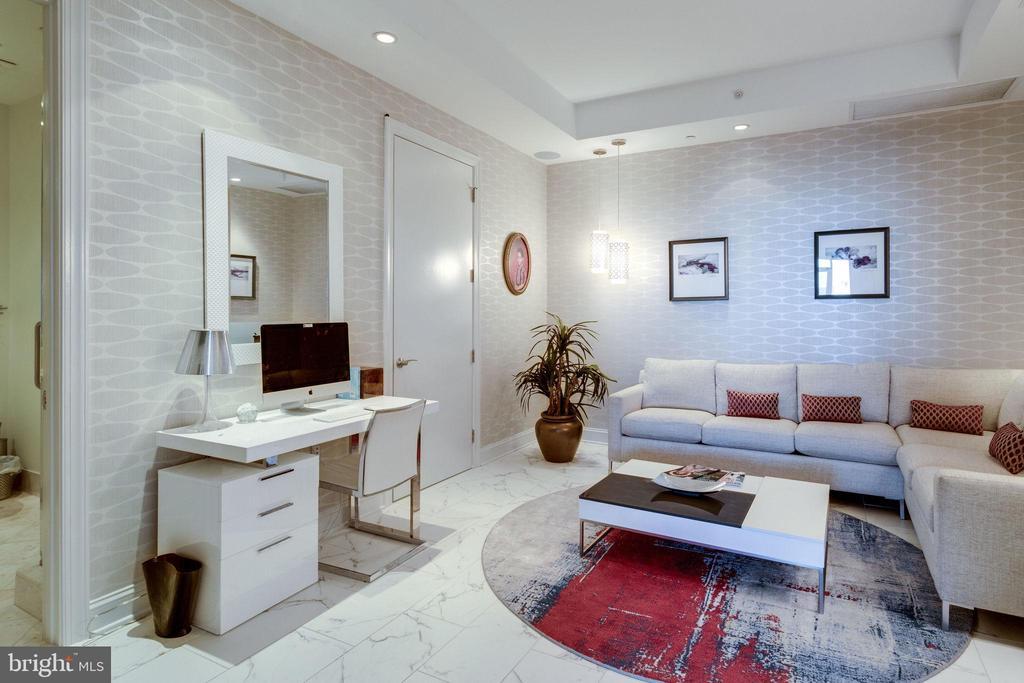 Den (opt 3rd bedroom) w/walk-in closet & full bath - 1881 N NASH ST #2309, ARLINGTON