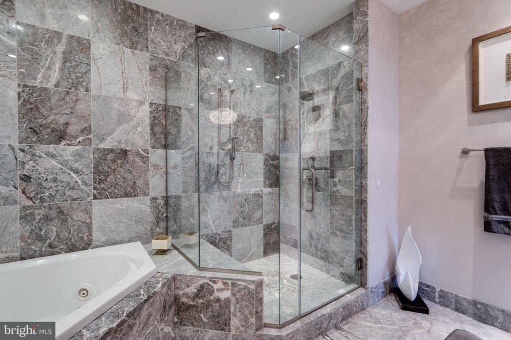 Master shower has glass enclosure w/bench - 1881 N NASH ST #2309, ARLINGTON