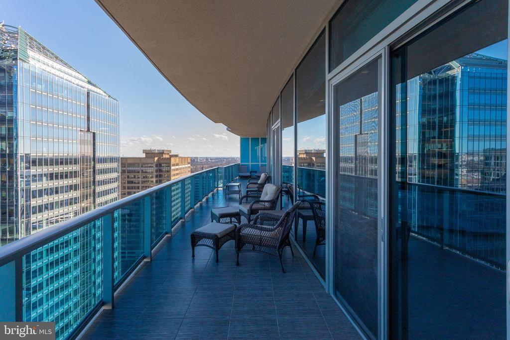 Private Balcony w/bedroom access - 1881 N NASH ST #2309, ARLINGTON