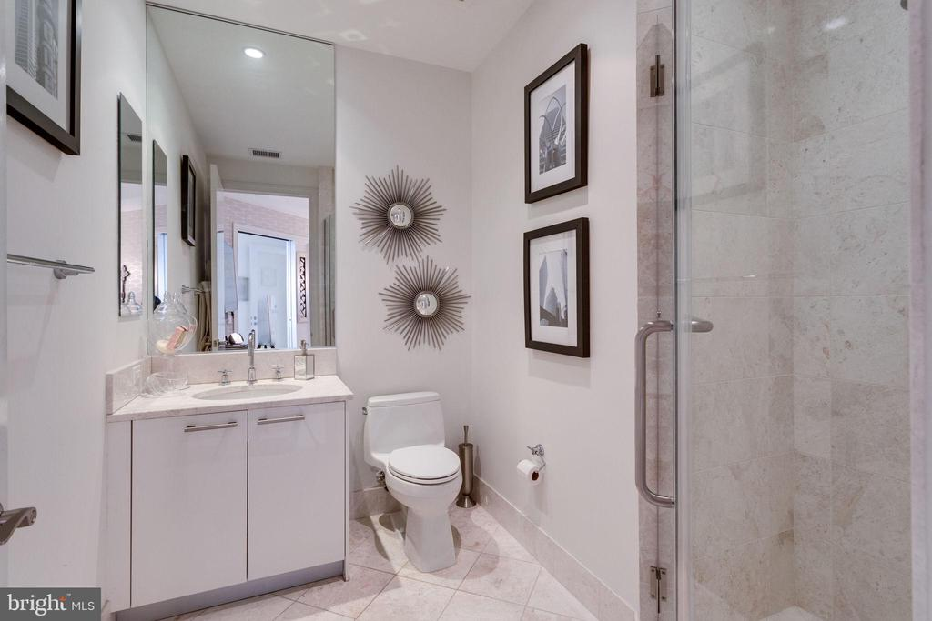 Den full bathroom w/Italian marble - 1881 N NASH ST #2309, ARLINGTON