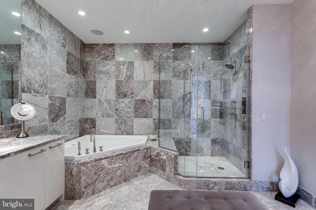 Master Bath - stunning! - 1881 N NASH ST #2309, ARLINGTON