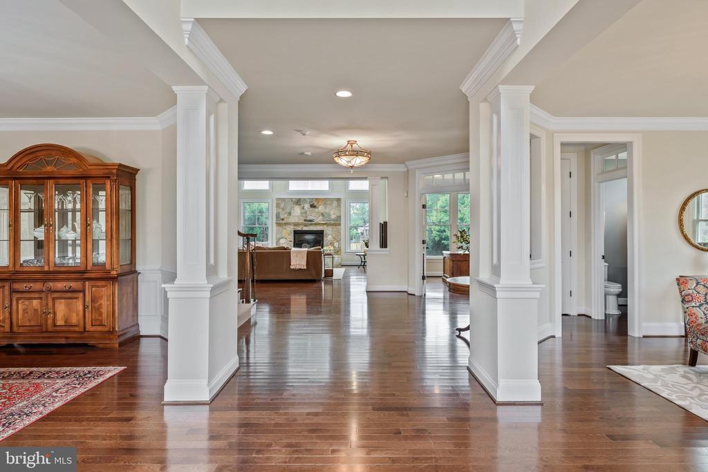 Open floor plan w/hardwood floor on entire 1st flr - 10323 LYNCH LN, OAKTON